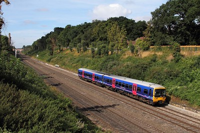 165135 on the 2P40 0937 Oxford to London Paddington at Sonning on the 1st September 2016