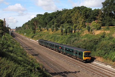 166204 on the 2P42 0935 Banbury to London Paddington at Sonning on the 1st September 2016