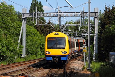 172008 arrives at Gospel Oak with the 2J70 1518 Barking to Gospel Oak on the 17th May 2018