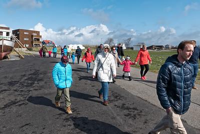 Auf Rennesøy waren wir bei einem Bauern zum Lämmerstreicheln eingeladen. Schön, dass so viele dabei waren!