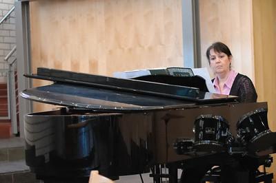Statt eines Organisten hatten wir dieses Jahr eine Pianistin.