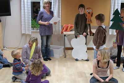 Anja organisiert das Casting für die St. Martinsaufführung.