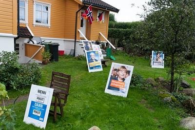 Vorm Haus hatten wir Wahlplakate aufgebaut.