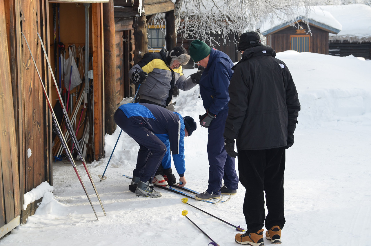 Make sure that the shoes are fixed to the skis