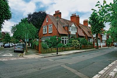 01 Bedford Park. The Avenue⁄Bedford Road, Ealing and Hounslow. Richard Norman Shaw et al. 1875–1914