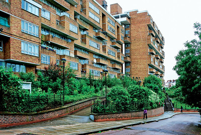08 Dawson's Heights. Overhill Road, Southwark. Southwark Architects' Department ⁄ Kate Macintosh. 1972. This exemplary council housing is a large, high-density block, yet its varied, brick-clad façades prevent it from being intimidating