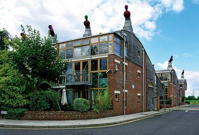 11 BedZED. Helios Road, Sutton. ZEDfactory⁄Bill Dunster. 2002