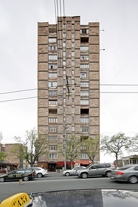 12 Prefabricated residential building on Marshal Baghramyan Avenue | Vorgefertigter Plattenbau an der Marschal Baghramyan Avenue