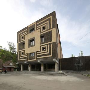05 Front façade of a building from the modernist era featuring mosaics |  Fassade eines Gebäudes der Moderne mit Mosaiken verziert