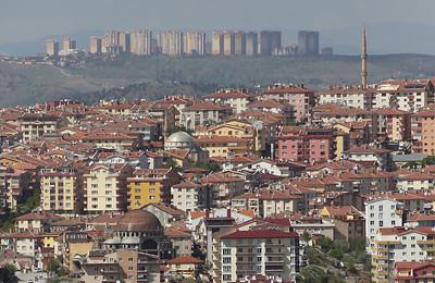 12 Dichte Innenstadt, dichte Vorstadt: typische Wohnbauten in Ankara.