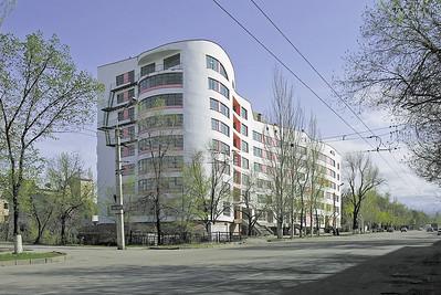 10 Wohn- und Geschäftshaus