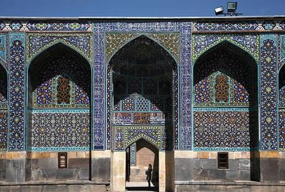 06 Mausoleum Scheich Safi ad-Din / Shrine and Grave of Sheikh Safi ad-Din - Aramgah-e Sheikh Safi ad-Din.
