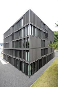 04 Botschaft der Bundesrepublik Deutschland  | Embassy of the Federal Republic of Germany. 4-5-10 Minami Azabu, Minato-ku. Mahler Günster Fuchs (2005)