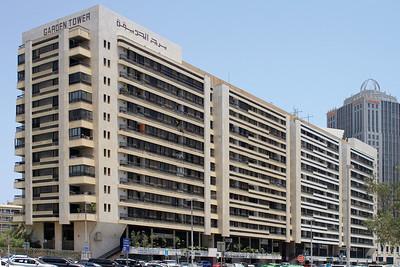 Der Garden Tower aus der ersten Bauboomphase in Abu DhabiThe Garden Tower from Abu Dhabi's dating first construction boom phase(c) Hendrik Bohle
