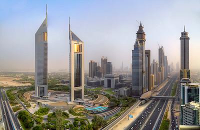 Wahrzeichen an der Sheikh Zayed Road in Dubai: die Emirates TowersBild: NORR Group Consultants International Ltd