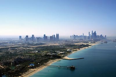 Blick auf die Dubaier Skyline. Stadtteil Marina rechts im Bild, daneben die Hochhäuser der Sheikh Zayed RoadView of the Dubai skyline with the Marina distric on the right hand side of the image followed by the Sheikh Zayed Road skyscrapers(c) Jan Dimog