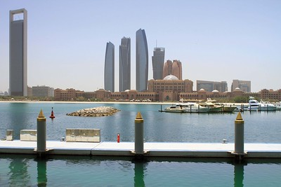Abu Dhabi mit dem rötlich gefärbten Emirates PalaceAbu Dhabi with the reddish Emirates Palace(c) Hendrik Bohle