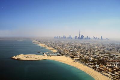 Blick auf die Dubaier Skyline mit dem höchsten Gebäude der Welt: Burj KhalifaView of the Dubai skyline with the world's tallest building: the Burj Khalifa(c) Jan Dimog