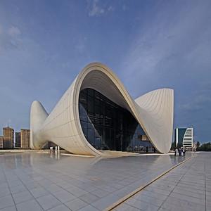 08 Heydar- Aliyev-Zentrum.  Heydər Əliyev prospekti 1.  Entwurf: Zaha Hadid, Patrik Schumacher;  Projektleitung: Saffet Kaya Bekiroğlu -  2007–2012