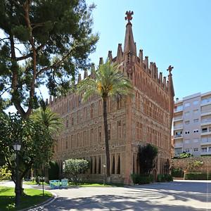 05 Col•legi Santa Teresa. Antoni Gaudí, 1889
