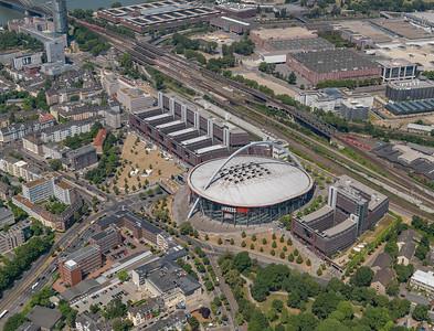 08 Stadthaus und KölnArena, Willy-Brandt-Platz 3. Peter Böhm mit Jürgen Flohre und Severin Heiermann. 1999