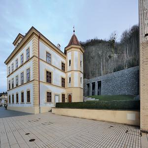 03 Ehemaliges Verweserhaus mit neuzeitlicher Erweiterung, beides heute Teil des Landesmuseums