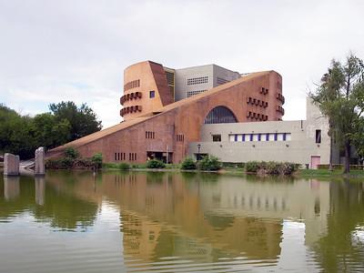08 Biblioteca Universitaria UANL, Raúl Rangel Frías. LEGORRETA; Chávez&Vigil Arquitectos (colaboración∕collaboration), 1994–1995