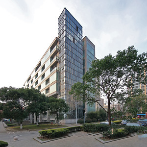 04 Tongji-Universität: Institut für Architektur und  Stadtplanung, Gebäude C.  Atelier Z+, 2004