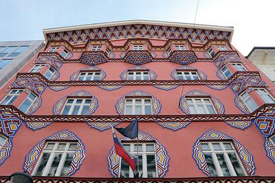 04 Die Genossenschaftliche Wirtschaftsbank in der Miklošičeva ulica 8 wurde von Ivan Vurnik und Helena Kottler Vurnik im volkstümlichen Stil gestaltet.