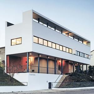 06 Das von Le Corbusier geplante Haus mit zwei Wohnungen bildet den Auftakt zur Weissenhofsiedlung.