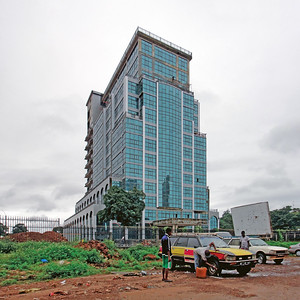 New high-rise under construction in Conakry's Koloma district