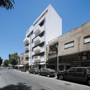 10 Haus Erlich. Herzl Street 79. Ze'ev Haller, 1933-1934. Sanierung: Gal Peleg Architects. | House Erlich. Herzl Street 79. Ze'ev Haller, 1933-1934. Renovation: Gal Peleg Architects.