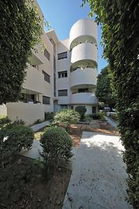 04 Haus Handel Pelman. Engel Street 8. Y. Schwartz und A. Hirsch, 1936. Sanierung: Plesner Architects. | House Handel Pelman. Engel Street 8. Y. Schwartz and A. Hirsch, 1936. Renovation: Plesner Architects.