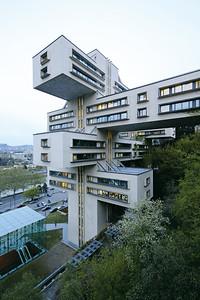06 Ministerium für Straßenbau∕Georgische Staatsbank. Giorgi Tschachawa, Surab Dschalaghania; Ingenieure: T. Zchilawa, A. Kimberg, 1970–1975