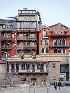 01 Charakteristische Tifliser Wohnhäuser.