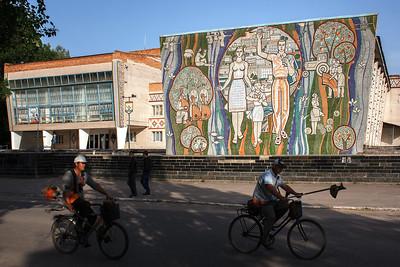 01 Haus der Kultur, Kalantschak, Oblast Cherson, Künstler: Unbekannt, 1977 | House of Culture, Kalanchak, Kherson Oblast. Artist: unknown, 1977.