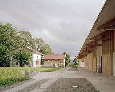 11 Shortlist: Florian Nagler Architekten. Langes Haus Karpfensee / Stiftung Natesbuch, Bad Heilbrunn | Elongated building by Karpfsee lake / Nantesbuch Foundation, Bad Heilbrunn