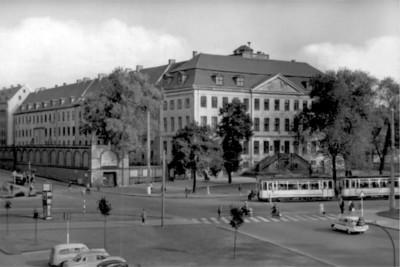 479-4 Pressebild 08 Halle Franckeplatz um 1950 © Stadtarchiv Halle (Saale)