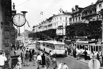 479-4 Pressebild 03 Bonn Bahnhofsplatz 1955 © Stadtarchiv Bonn Fotograf Bernhard Virnich