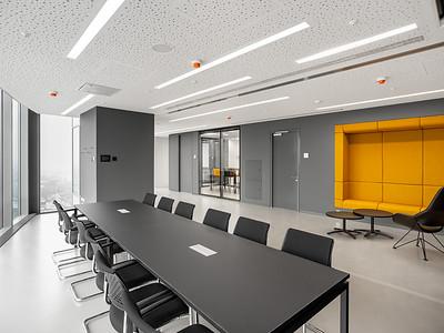 07 Deutsches Generalkonsulat Jekaterinburg (Russland), Lindner Entwickler.Planer.Ingenieure (2018). Die Innenraumgestaltung folgt bereits dem seit 2015 entwickelten Corporate Design für Kanzleietagen.