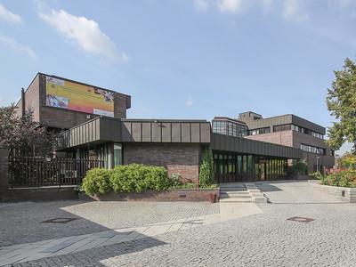 12 Deutsche Botschaft Moskau (Russland), Architekten: Hans Mensinga und Dieter Rogalla (Wettbewerb 1975, Ausführung 1984 bis 1992).