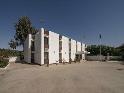 17 Deutsche Botschaft Nouakchott (Mauretanien), Kanzlei, Amtsentwurf der Bundesbaudirektion (1970). Seit einigen Jahren laufen Sanierungs- und Umbaumaßnahmen durch die Büros Janka (2015) und Behzadi + Partner (2020).