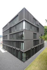 10 Deutsche Botschaft Tokio (Japan), Kanzlei, Architekten: Mahler Günster Fuchs (2005).
