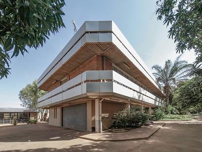 16 Deutsche Botschaft Niamey (Niger). In zwei Teilbaumaßnahmen erfolgt derzeit eine Sanierung und eine Erweiterung durch die Büros Casteleyn & Eichhorn (2020) und Brauns Architektur (2022).