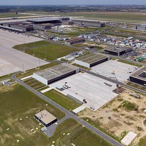 Luftbild Flughafen BER mit Südberliner Peripherie im Hintergrund Quelle: Philipp Meuser 2012