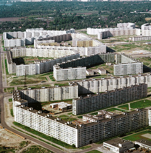 06 Wohndistrikt in Leningrad, in der Nähe des Komendantsky Flugfelds, 1981 | Residential district in Leningrad built near the Komendantsky Aerodrome, 1981.