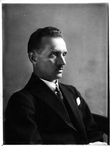 01 Portrait of Konstantin Melnikov. 1929.