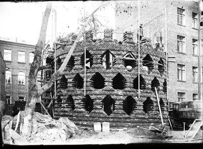 04 Melnikov House during construction. View of the large cylinder. 1927.
