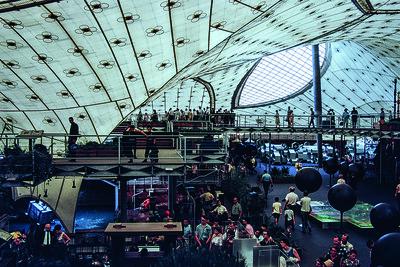 08Im deutschen Pavillon, während der Weltausstellung