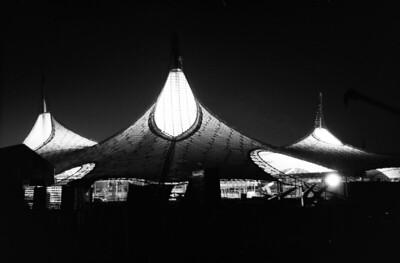 07 Der deutsche Pavillon bei Nacht, April 1967